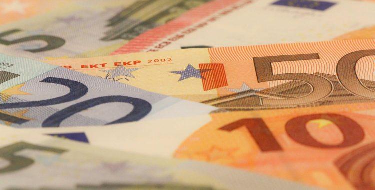Incumplimiento de contrato de mandato por el banco: indemnización de daños y perjuicios