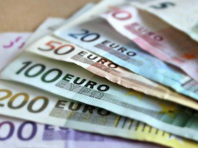 La comisión por ingresos en efectivo en cuentas corrientes: una crítica a la doctrina del Banco de España