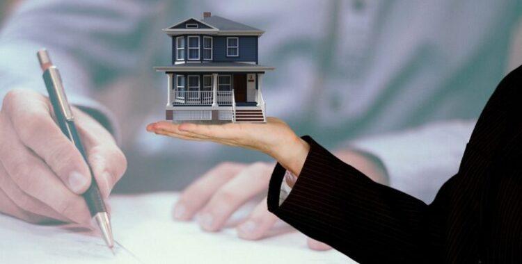 El banco me concede la hipoteca pero tengo que contratar el seguro de la casa y de vida con ellos